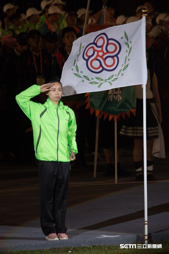 ▲106年全國運動會開幕典禮,長拳選手余芷萱代表運動員宣誓。(圖/記者蔡宜瑾攝影)