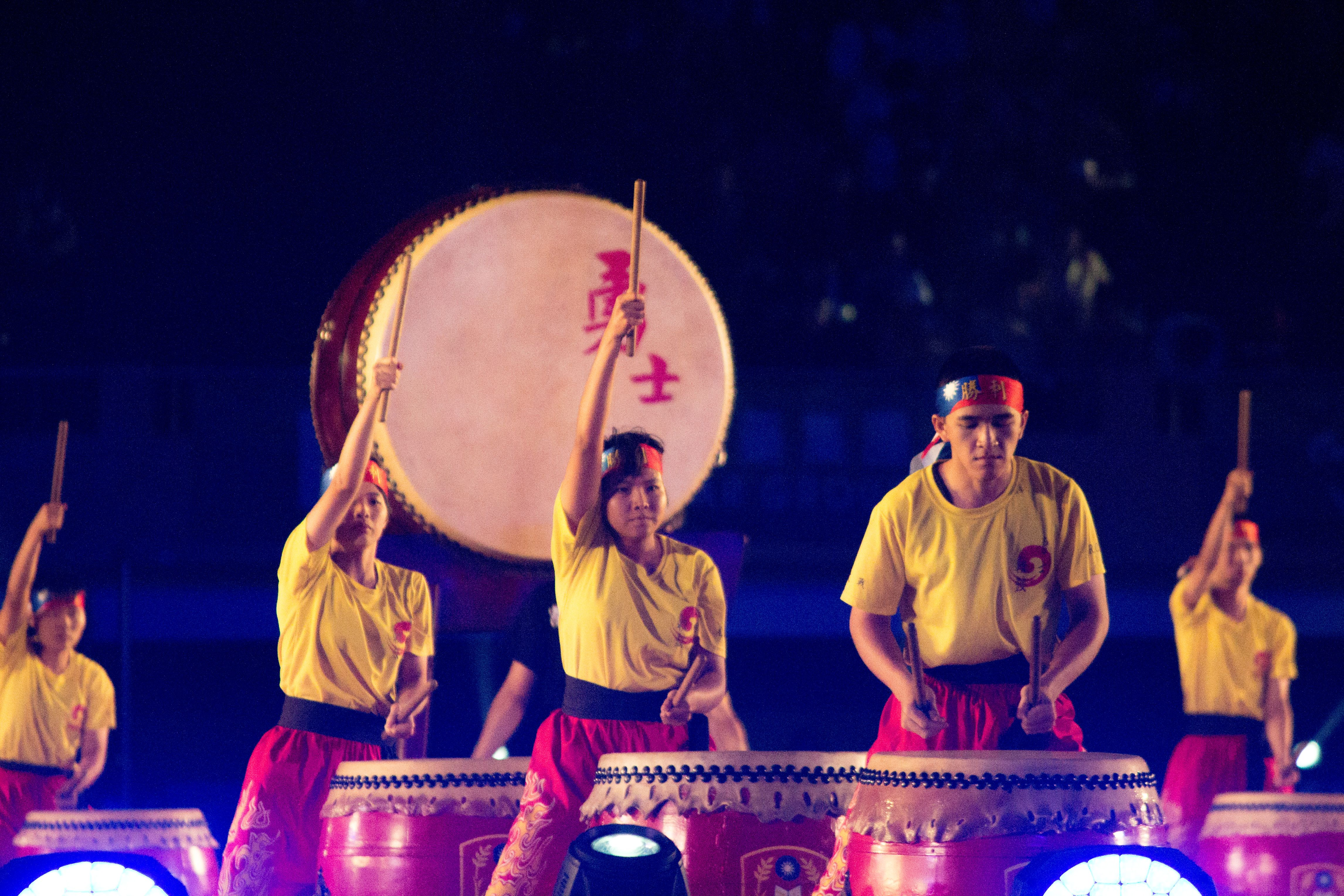 ▲106年全國運動會開幕典禮,陸軍專校戰鼓隊表演。(圖/記者蔡宜瑾攝影)
