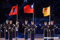 ▲106年全國運動會開幕典禮,陸軍學校表演。(圖/記者蔡宜瑾攝影)
