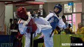 ▲高雄市許乃勻(右)於全運會-46公斤級中踢下金牌。(圖/記者蔡宜瑾攝影)