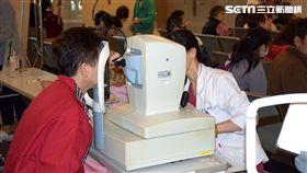 每天密集用眼超過12小時 男子癢到想把眼睛挖出來! 亞東醫院提供