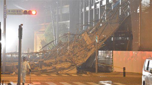 16:9蘭恩登日轉中颱 稍晚出海目前已造成兩人喪生的颱風蘭恩23日登陸日本後轉弱變為中颱,預計稍晚就會出海。(共同社提供)中央社 106年10月23日