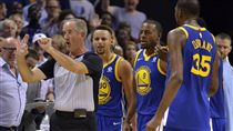 Stephen Curry,Kevin Durant被驅逐出場(ap)