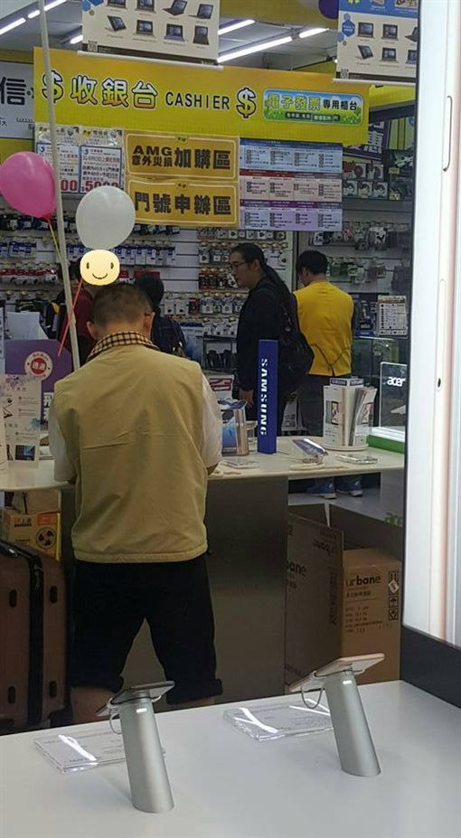 黃安,手機,返台,中國大陸,iphone8,小米 (圖/翻攝自新竹爆料公社)