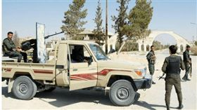 伊斯蘭國(IS)在蓋爾亞廷鎮殺害了128位居民。(圖/翻攝Breitbart News)