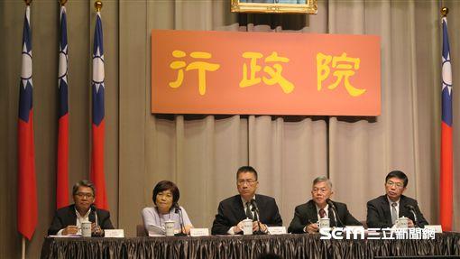行政院召開「加速投資台灣」第三次專案會議,會後記者會。(記者盧素梅攝)