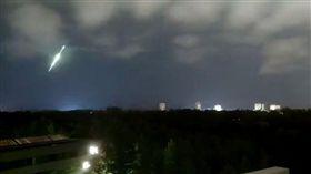 加拿大,隕石,流星,新奇,奇景,天空,球體,發光 圖/翻攝自太陽報