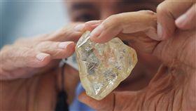 西非,獅子山共和國,鑽石,原石,拍賣,709克拉,非洲,挖礦/達志影像/路透社