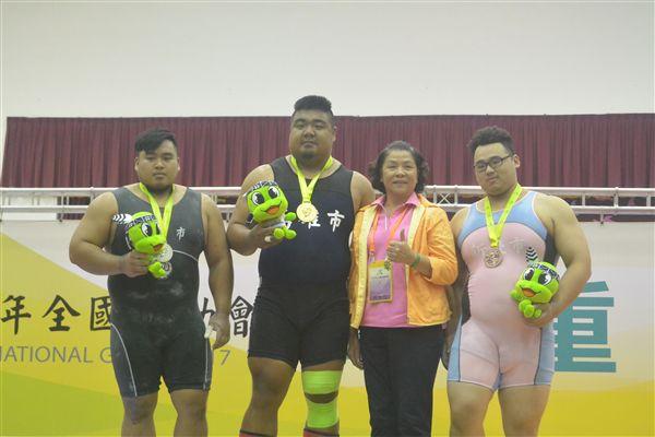 ▲男子組105公斤以上級第1名陳士杰(左二)、第2名楊昊昀(左一)、第3名林張芳(右一)(圖/全運會提供)