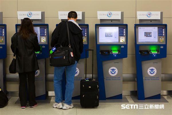 全球入境計劃,Global Entry, 自動檢驗機,美國海關。(圖/翻攝自美國海關暨邊境保護局)