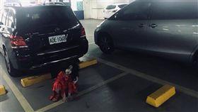 萬聖節,紅衣小女孩,停車場(爆料公社)