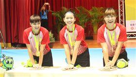 ▲陳琬婷、陳姿雅、王艾士留下金牌選手手印。(圖/全運會提供)