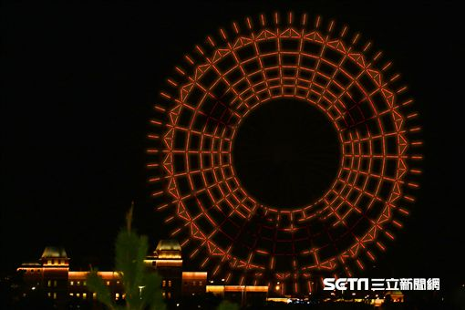 麗寶樂園天空之夢摩天輪,萬聖節燈光秀。(圖/麗寶樂園提供)