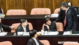 行政院交通環境資源處處長陳盈蓉突然疑似中邪 圖/記者林敬旻攝