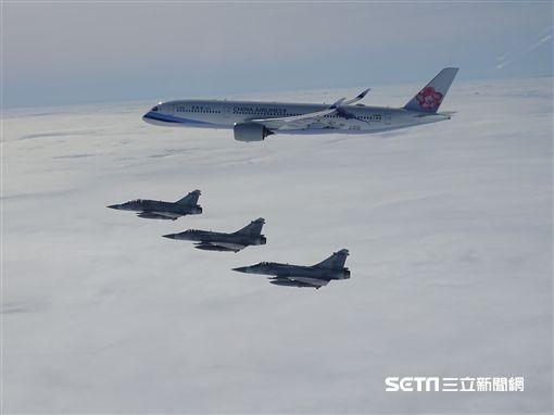 總統蔡英文出訪南太平洋!4架幻象伴飛維護專機安全 空軍司令部提供