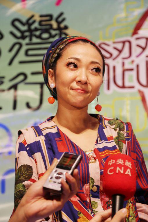 米希亞來台參與同志遊行 讚台灣一級棒日本靈魂歌后米希亞(MISIA)(圖)來台參加28日的同志遊行,晚間並在晚會登台壓軸。她受訪談到參與活動的感受時說:「台灣一級棒。」中央社記者楊明珠攝 106年10月28日