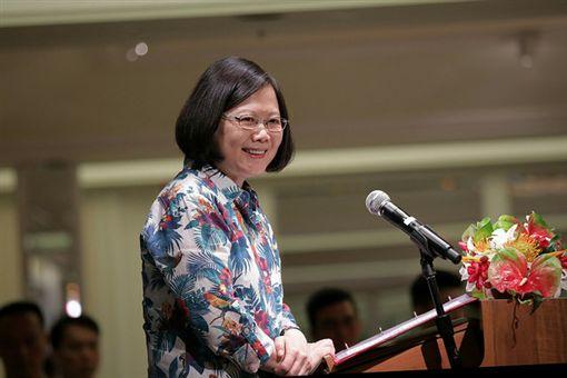 蔡英文總統接見「日本台灣交流協會」會長大橋光夫。(總統府提供)