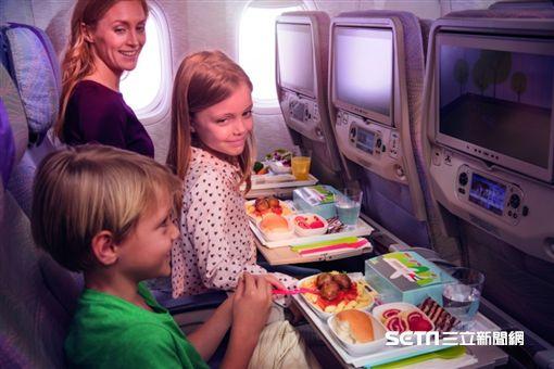 小孩,機艙,阿聯酋航空。(圖/阿聯酋提供)