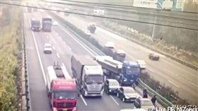 中國大陸,京瀋高速公路,車禍(圖/翻攝自YouTube)