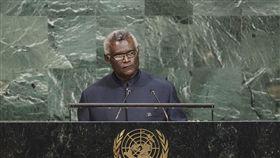 索羅門群島總理籲聯合國承認台灣索羅門群島總理蘇嘉瓦瑞(Hon. Manasseh Sogavare)美東時間22日在聯大總辯論,強調現在是聯合國承認台灣為合法會員國的時刻。(取自聯合國官網)中央社記者黃兆平紐約傳真 106年9月23日