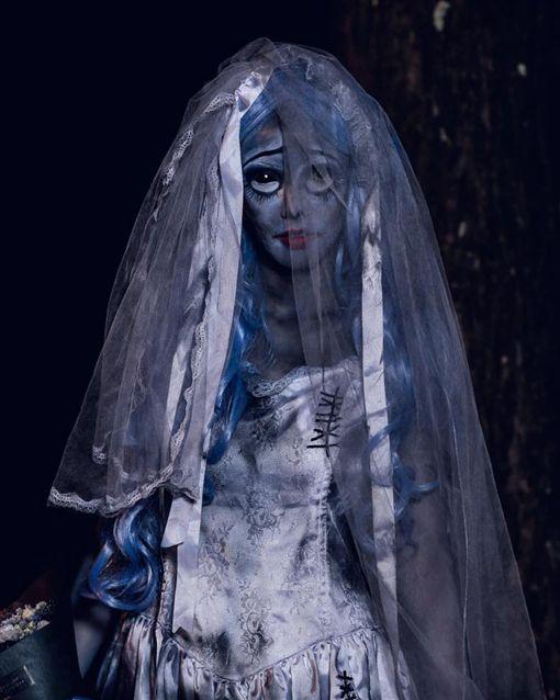 ▲拐拐精心打扮成「鬼新娘」。(圖/翻攝自拐拐臉書)