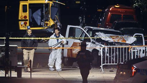 紐約曼哈頓恐攻,皮卡車衝撞釀8死。(圖/美聯社/達志影像)