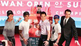 ▲台灣國際衝浪公開賽總冠軍獎盃今日亮相。(圖/台灣國際衝浪公開賽提供)