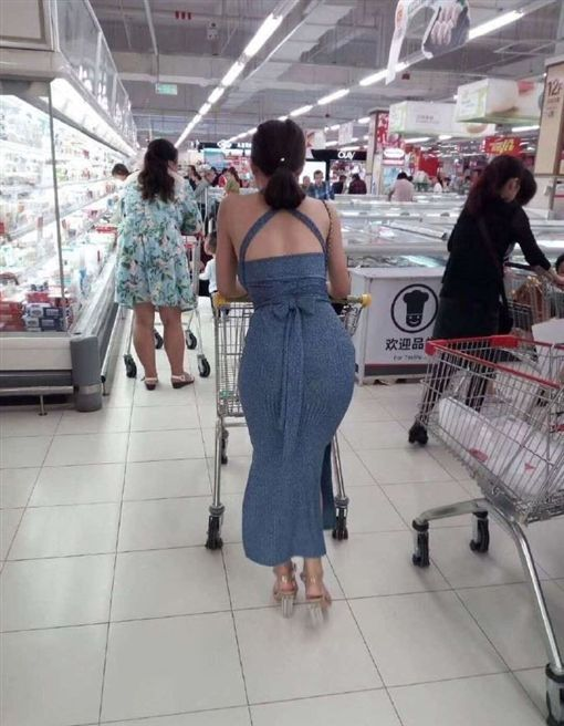 逛超市遇正妹豐臀「背殺」 他一路尾隨…直擊側面更強大!微博