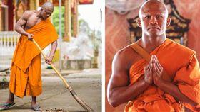 泰國有一名擁有結實肌肉的壯漢男僧,他拿著掃把清掃落葉的照片,日前在美國社交網站爆紅,讓不少人聯想起金庸小說曾提及的「掃地僧」,但有眼尖網友發現,這名男僧身分不凡,竟是泰國拳王播求(Buakaw Banchamek)!(圖/翻攝自播求臉書)