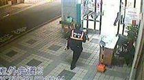 巡邏遇求助 台南警抱昏迷5歲女童急送醫/翻攝畫面