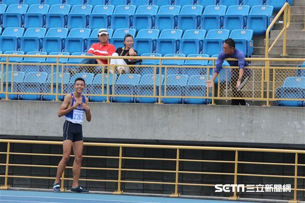 ▲傅兆玄(左一)和教練游文龍(右一)。(圖/記者蔡宜瑾攝影)