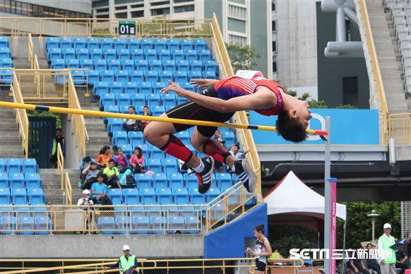 ▲台南市新化國中的楊子毅以1公尺86摘銀牌。(圖/記者蔡宜瑾攝影)