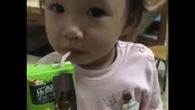 小孩,吃藥,飲料,鋁箔包,爆笑公社 圖/翻攝自YouTube