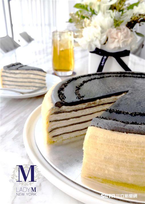 Lady M 鐵觀音芝麻千層蛋糕。(圖/Lady M提供)