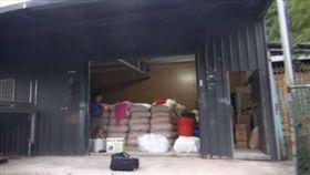 洪男在鄰近公墓的山區設立製毒工廠,並以木屑包做掩護。(法務部調查局新北市調處提供)