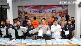 刑事局國際科與印尼警方合作,順利攔截從高雄港運至印尼的貨櫃,並從堆高機內搜出88公斤的安非他命,並逮獲3名印尼籍男子(翻攝畫面)