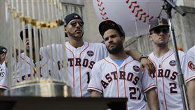 ▲休士頓市民與太空人狂歡。(圖/美聯社/達志影像)