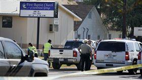 ▲美國德州Sutherland Springs發生教堂屠殺事件。(圖/美聯社/達志影像)