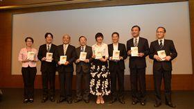行政院長賴清德出席「生命的溫暖戰歌」新書發表會。(行政院提供)
