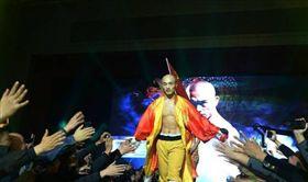 中國武僧一龍被泰國拳王西提猜KO/微博