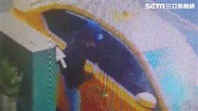 30秒開51槍警告 台南富商豪宅遭槍擊(圖/翻攝畫面)