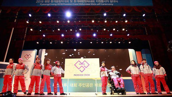 ▲平昌冬奧及帕奧工作人員服裝昨日首度亮相。(圖/翻攝自國際奧會IOC官網)