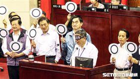 台北市長柯文哲於市議會上台接受備詢 圖/記者林敬旻攝