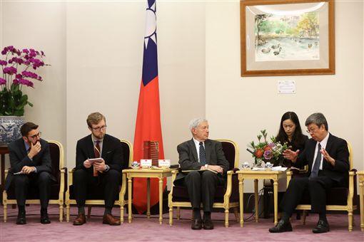 副總統陳建仁接見美國東西中心亞太新聞獎助計畫記者團。(總統府提供)
