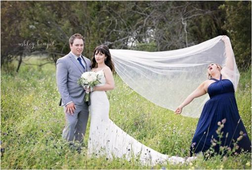 婚紗照,伴娘,惡搞,惡作劇,閨密,新娘,Rebecca Foster,Sharilyn Marie Wester 圖/翻攝自臉書