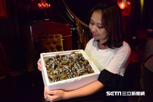 雲軒西餐廳外帶活蟹。(圖/君品提供)
