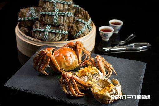 雅閣中餐廳大閘蟹料理。(圖/文華東方提供)