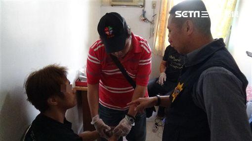 毒犯偏愛粉紅Hello Kitty車 竟吸警方上門逮捕圖/高雄市鳳山分局提供