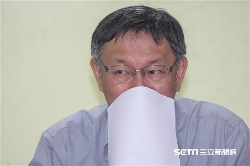 台北市長柯文哲赴台北市議會民進黨黨團報告。 圖/記者林敬旻攝