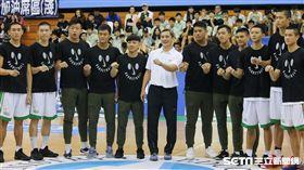 ▲松山高中11位上季奪冠的球員今日出席頒獎典禮。(圖/記者蔡宜瑾攝影)